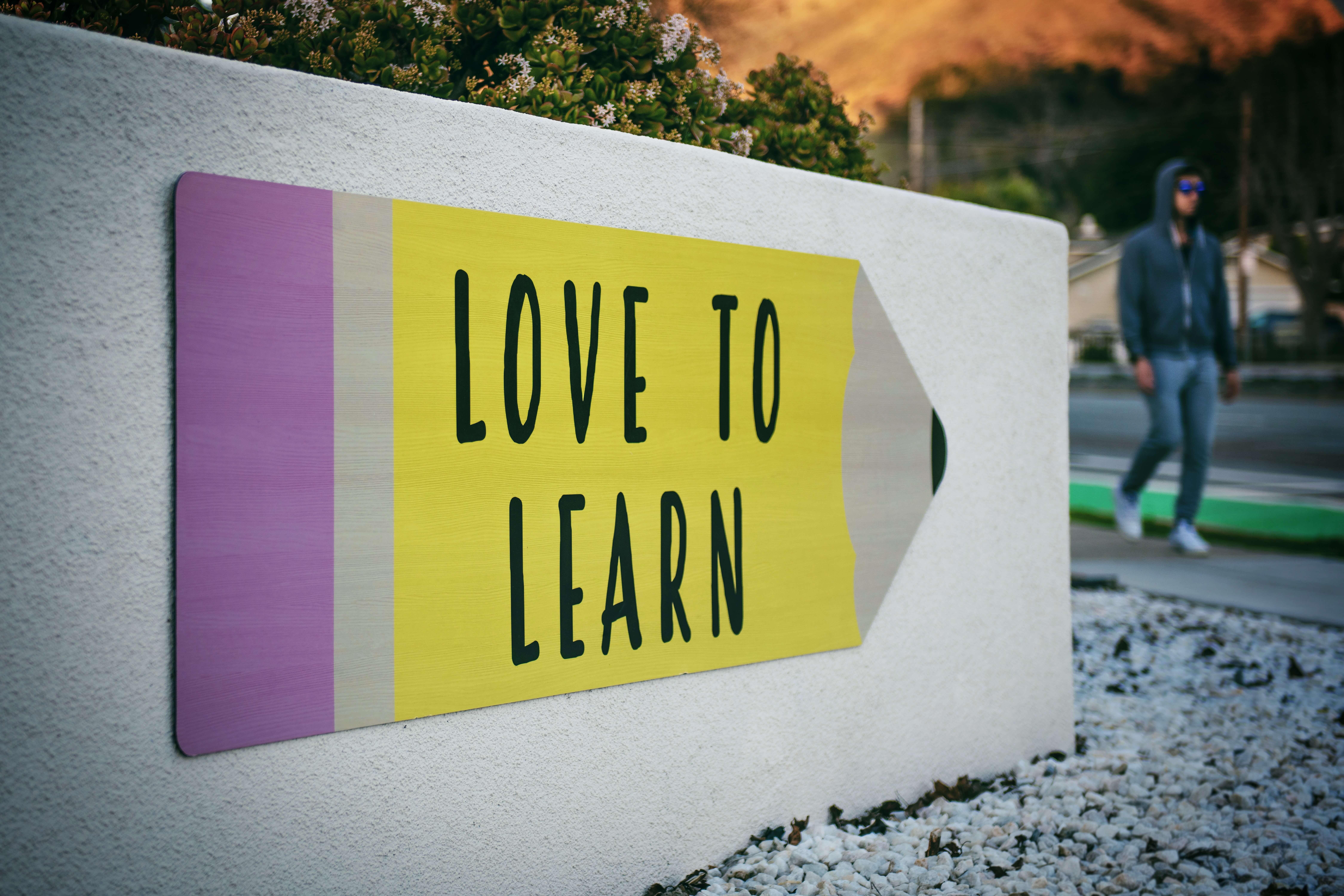 Arrow saying 'Love to learn'